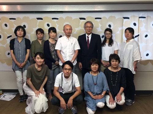 廣田先生を囲んだ集合写真